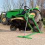 Ruční zvedák na zvedání traktorové sekačky, zahradního traktoru nebo čtyřkolky. Vřetenový pohon, s možností sklopení v případě nepoužívání. Vyhotovený z kovu, určený na údržbu traktoru, čištění sekačky, výměnu pneumatik. Dodává se smontovaný, připravený k okamžitému použití.